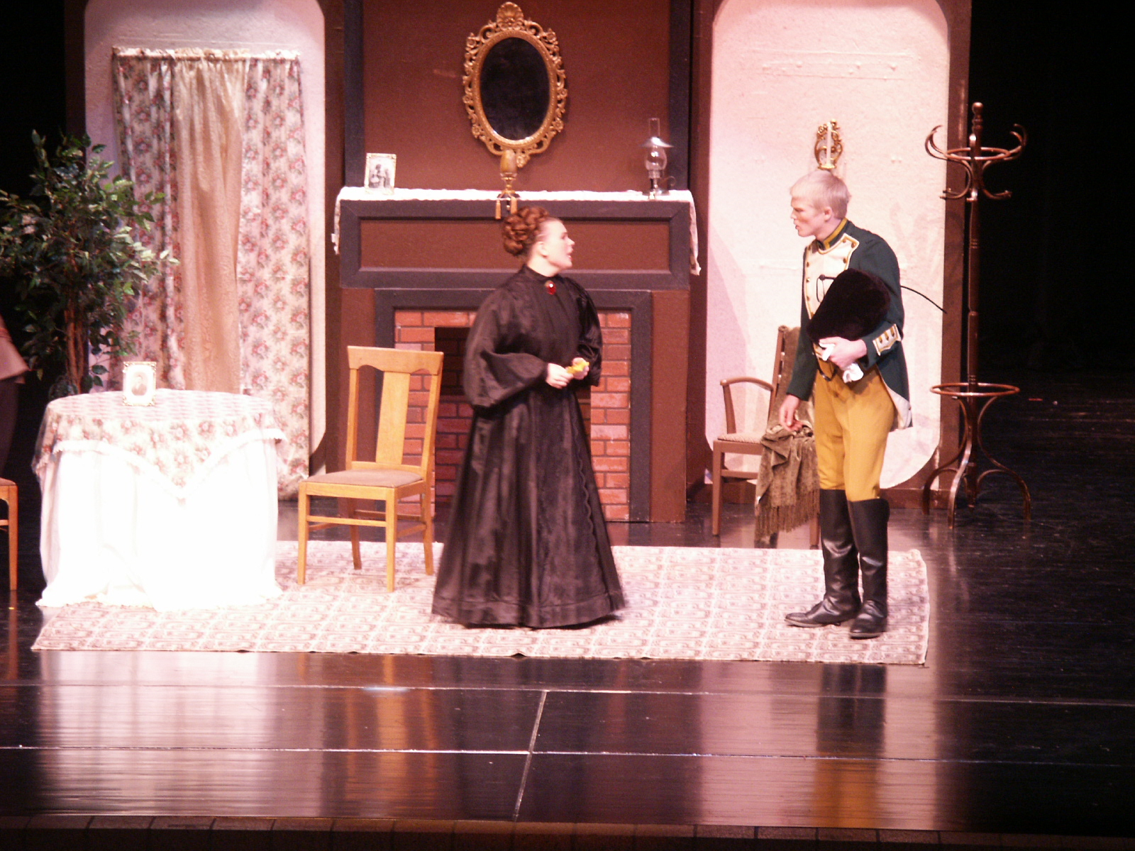 romantic farce in the boor a one act comedic play by anton chekhov Anton chekhov is often referred to as the  mostly comedic one-act farces including  be bride clash comically in chekhov's famous one-act romantic farce.
